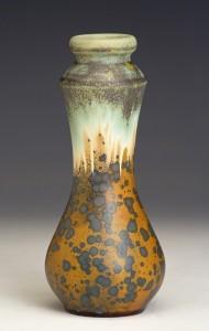 dekoracyjny zdobiony wazon