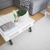 Wielki duchem salon minimalistyczny